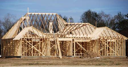 Een huis nieuwbouw wordt gebouwd. Stockfoto