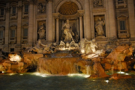 Trevi Fountain at Night Фото со стока - 12700534