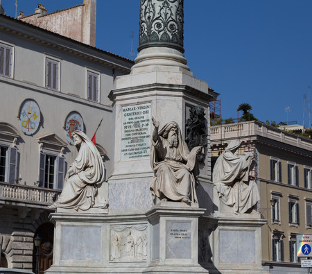 spagna: ROME, ITALY - 12TH MARCH 2015: Column of the Immaculate Conception monument at Piazza di Spagna