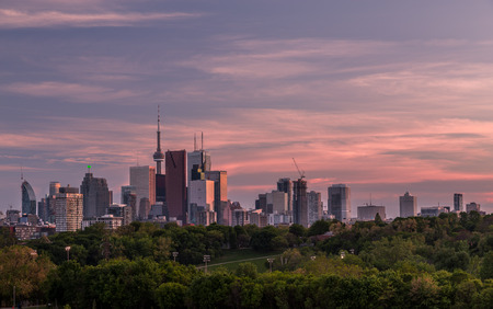 building cn tower: A view of downtown Toronto during a colorful sunset