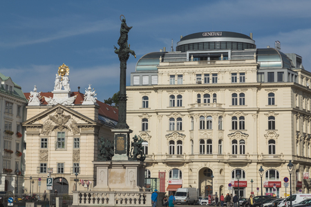 innere: VIENNA, AUSTRIA - 4TH OCTOBER 2015: The outside of buildings in Vienna during the day at Am Hof Square.