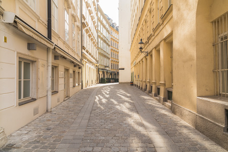 innere: VIENNA, AUSTRIA - 4TH OCTOBER 2015: Cobbled Streets along Kurentgasse in Vienna during the day