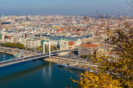 elisabeth: BUDAPEST, HUNGARY - 30TH OCTOBER 2015: High angle view of buildings in Budapest near the Elisabeth Bridge during the day in the autumn. Editorial