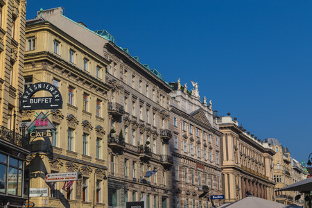 innere: VIENNA, AUSTRIA - 8TH AUGUST 2015: The outside of buildings along the Graben in central Vienna during the day. Editorial