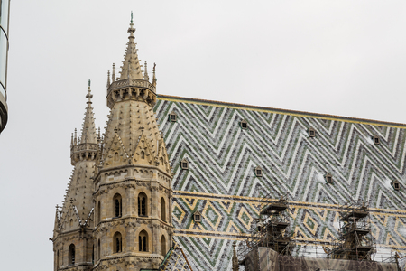 innere: A closeup to part of St. Stephens Cathedral (Stephansdom) in Vienna during the winter. Snow can be seen on the building. Stock Photo