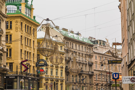 innere: VIENNA, AUSTRIA - 5TH JANUARY 2016: A view along the Graben in Vienna in the winter. Snow can be seen on the roof and Christmas decorations can be seen.