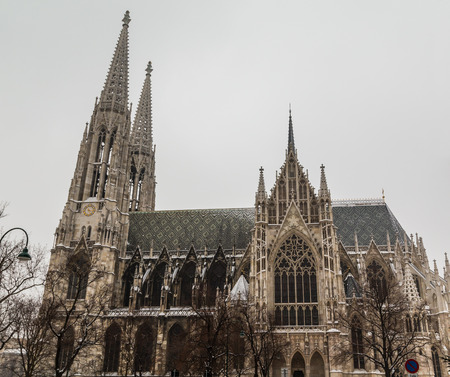 innere: The outside of the Votive Church in Vienna during the day.
