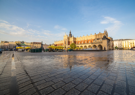 rynek: KRAKOW, POLAND -  15TH OCTOBER 2016: Architecture on Krakow Main Square in the morning. The Cloth Hall can be seen.