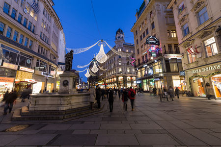 innere: VIENNA, AUSTRIA - 2ND DECEMBER 2016: A view along Graben Street at night during the Christmas season. People, decorations and buildings can be seen.