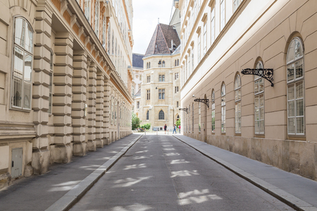 innere: VIENNA, AUSTRIA - 4TH JUNE 2016: A view along streets of Vienna during the day showing the outside of buildings and architecture.