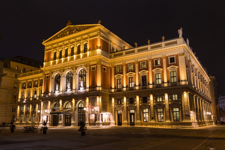 innere: VIENNA, AUSTRIA - 12TH NOVEMBER 2016: The outside of the Wiener Musikverein venue in Vienna during the early evening. Editorial