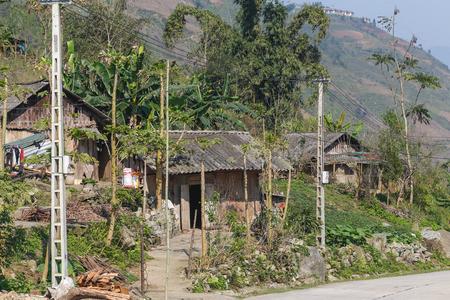 SAPA, 베트남 -2007 년 3 월 2017 : 베트남 사파의 마을 오두막. 이러한 건물은이 지역에서 흔합니다.