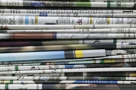 periodicos: pila de periódico Foto de archivo