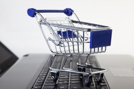 オンライン ショッピング - ショッピング ・ カート 写真素材