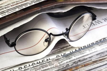krant met een leesbril