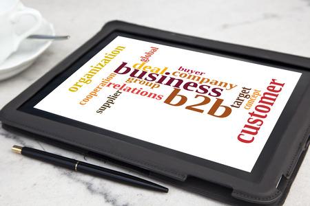 b2b: tableta con la palabra b2b nube Foto de archivo