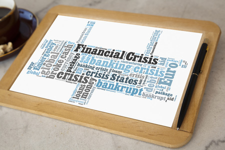 financiele crisis: blackboard with financial crisis word cloud