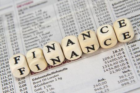 commodities: Palabra Finanzas construido con cubos de la carta