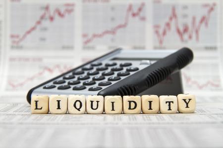 Liquiditäts Wort mit Buchstaben Würfel gebaut Standard-Bild - 40852933