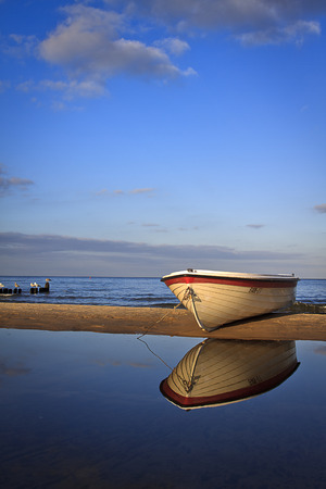 landschaft: White fisherboat on the sand