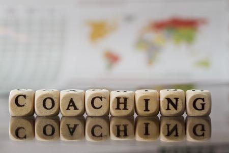 profesionistas: Palabra coaching construido con cubos de la carta Foto de archivo