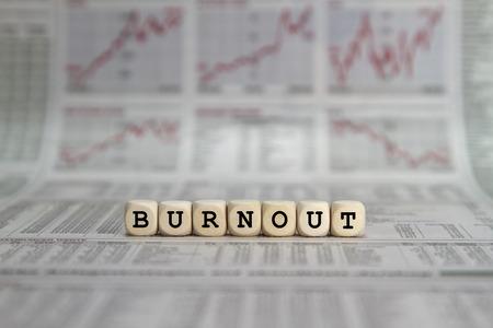 the psyche: Burnout palabra construido con cubos de la carta Foto de archivo