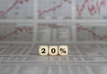 perdidas y ganancias: 20% de descuento, el resultado del ejercicio Foto de archivo