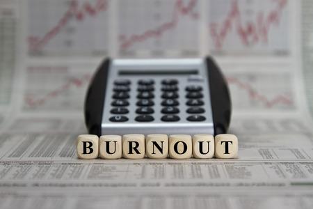 psyche: Burnout palabra construido con cubos de la carta Foto de archivo