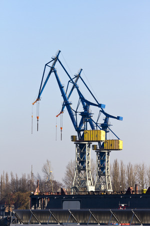 current account: crane for cargo handling