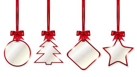 moños de navidad: Conjunto de etiquetas de precio colgando brillantes de la Navidad con lazos rojos - aislados sobre fondo blanco. Ilustración del vector.
