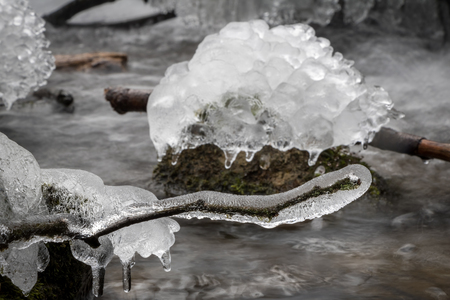 Ice frost on branches and stones in the creek - Czech Republic, Europe 免版税图像