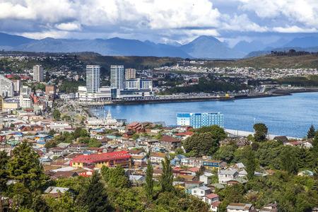 Panoramisch uitzicht over Puerto Montt, belangrijke haven van Chili