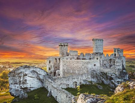 ogrodzieniec: Beautiful sunset over Ogrodzieniec castle, Poland.