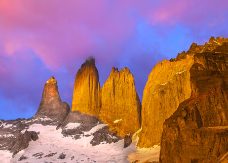 Mooie zonsopgang in Torres del Paine National Park, Patagonië, Chili