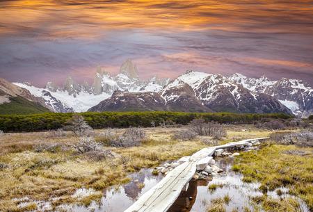 fitz roy: Footbridge in Andes, Fitz Roy mountain range, Patagonia, Argentina  Stock Photo