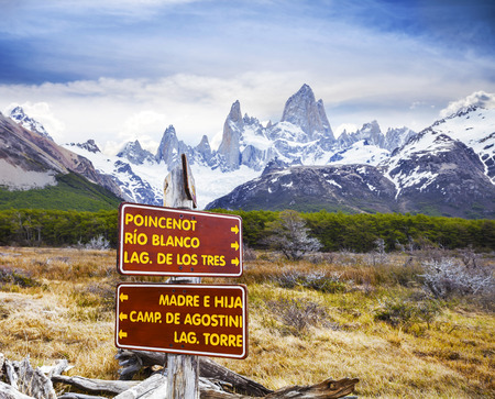 fitz roy: Park signs in Los Glaciares National Park, Fitz Roy Mountain Range, Argentina  Stock Photo