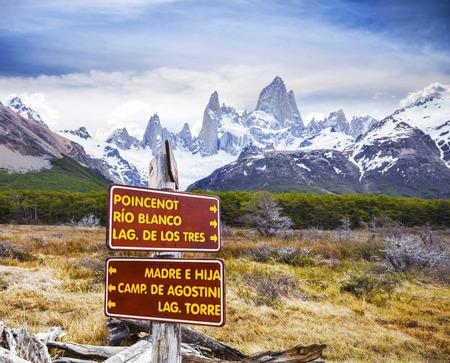 los glaciares: Segni Parco nel Parco Nazionale Los Glaciares, Fitz Roy Catena di montagne, Argentina Archivio Fotografico