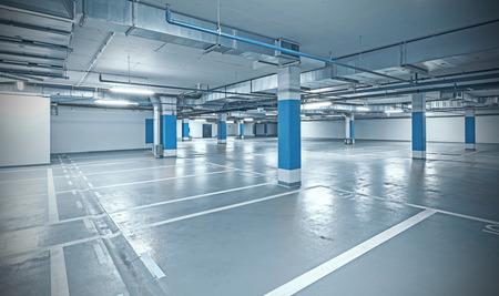 Kruis verwerkte foto van ondergronds parkeren, industriële binnenlandse achtergrond.