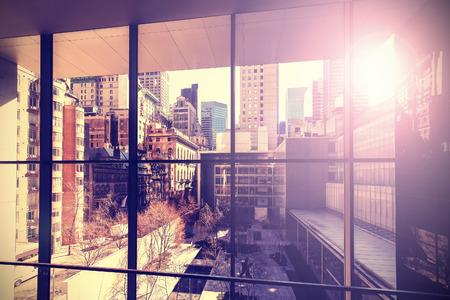 レトロなヴィンテージには、フレア効果、ニューヨーク市、米国でマンハッタンの写真が様式化されました。 写真素材