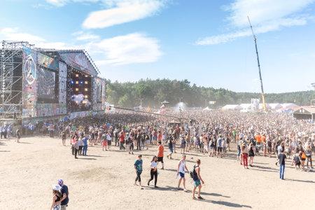 Kostrzyn nad オドラ川、ポーランド - 2015 年 8 月 1 日: ヨーロッパ最大のチケット無料ロック音楽祭りの一つ 21 ウッド ストック祭ポーランド (Przystanek Woo