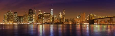 Manhattan Skyline w nocy, Nowy Jork obraz panoramiczny, USA.