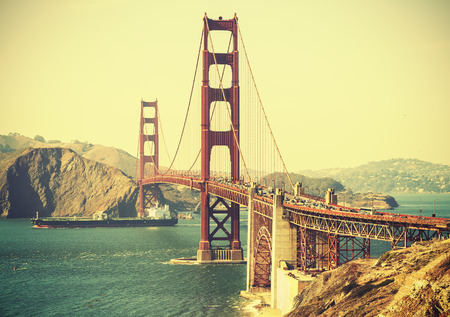 Old film retro style Golden Gate Bridge in San Francisco, USA. Standard-Bild