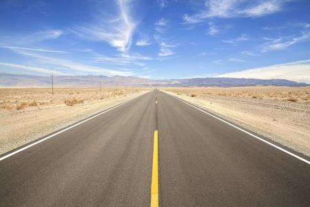 死の谷、米国の概念冒険旅行の無限の国ハイウェイ。