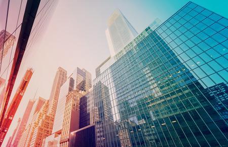 ビンテージ トーン夕暮れ、ニューヨーク、アメリカ合衆国のマンハッタンの高層ビル。