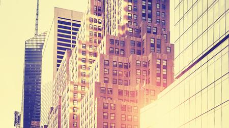 clave sol: Vintage entonado alta imagen clave de los rascacielos contra el sol, Nueva York, EE.UU..
