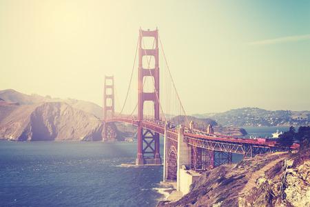 ビンテージ トーン、アメリカ、サンフランシスコのゴールデン ゲート ブリッジの写真です。 写真素材