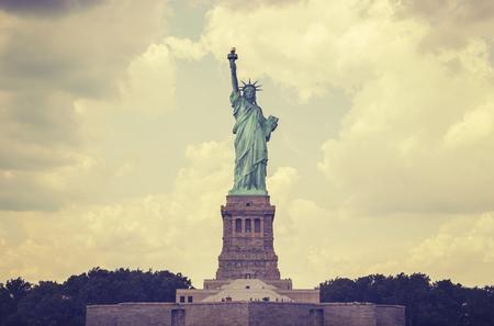 independencia: Vintage toned Statue of Liberty, NYC, USA. Foto de archivo