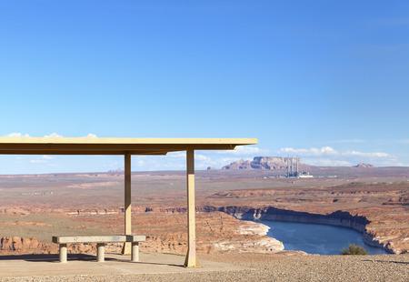 lake powell: Picnic area with Lake Powell view, Utah, USA.