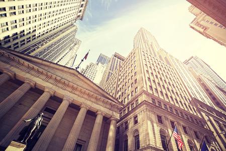 Vintage afgezwakt Wall Street bij zonsondergang, Manhattan, New York City, Verenigde Staten. Stockfoto - 51993049