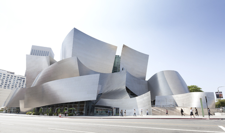 Los Angeles, Verenigde Staten - 21 augustus 2015: Walt Disney Concert Hall, ontworpen door architect Frank Gehry, is de thuisbasis van de Los Angeles Philharmonic Orchestra en het Los Angeles Master Chorale. Redactioneel